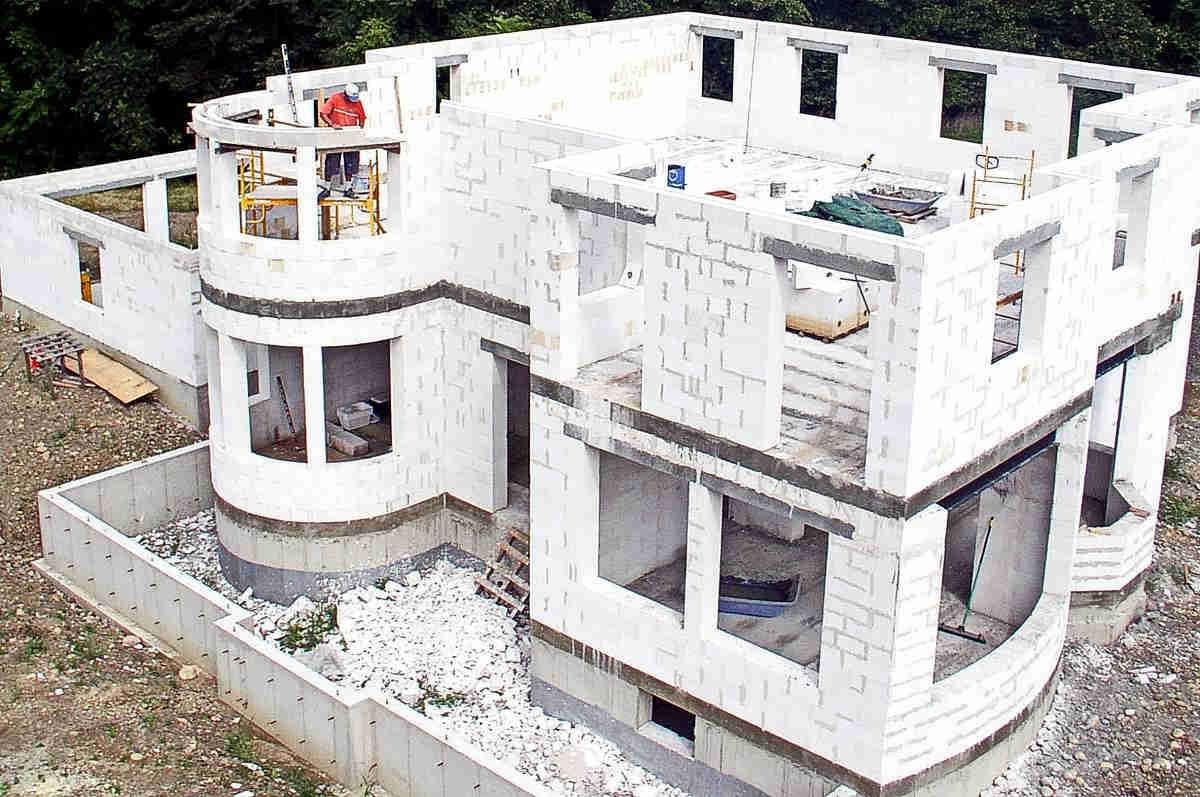 Дом из газобетонных блоков: плюсы и минусы