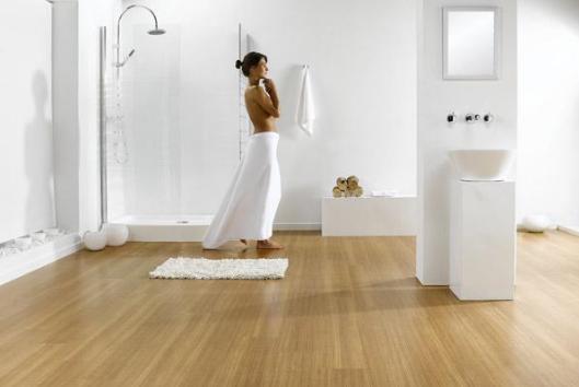 Кварцвиниловая плитка имеет такое качество как термическая устойчивость и влагостойкость