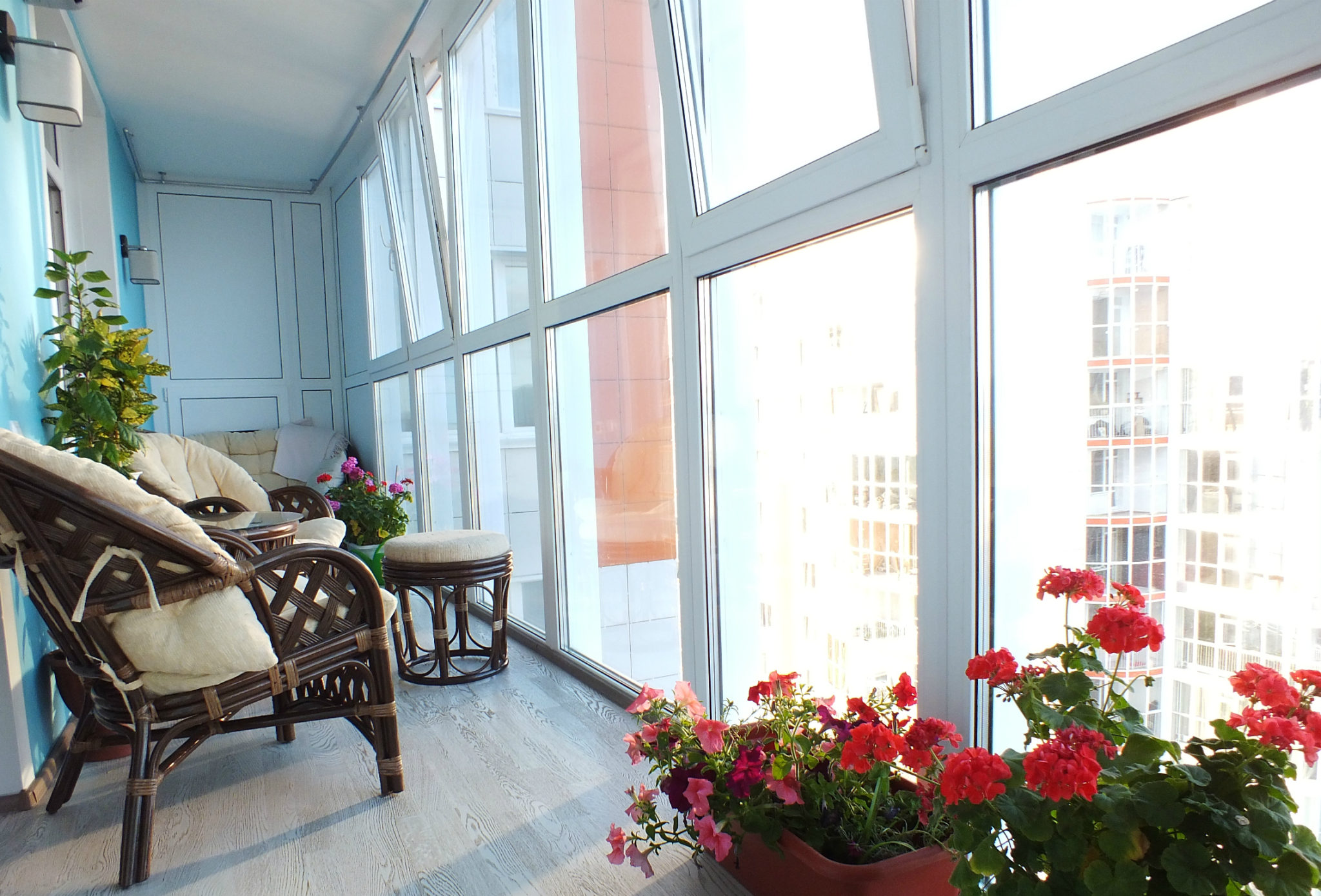 Красивый теплый балкон. Теплое остекление