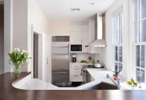 Маленькая кухня. Белого цвета