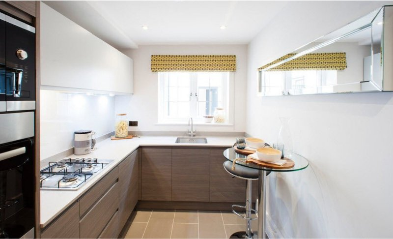 Маленькая кухня. Увелечение пространства с помощью зеркала
