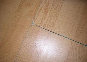 Как убрать трещины на ламинате