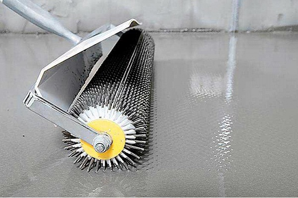 Жидкие напольные покрытия. Фото валика для жидкого пола