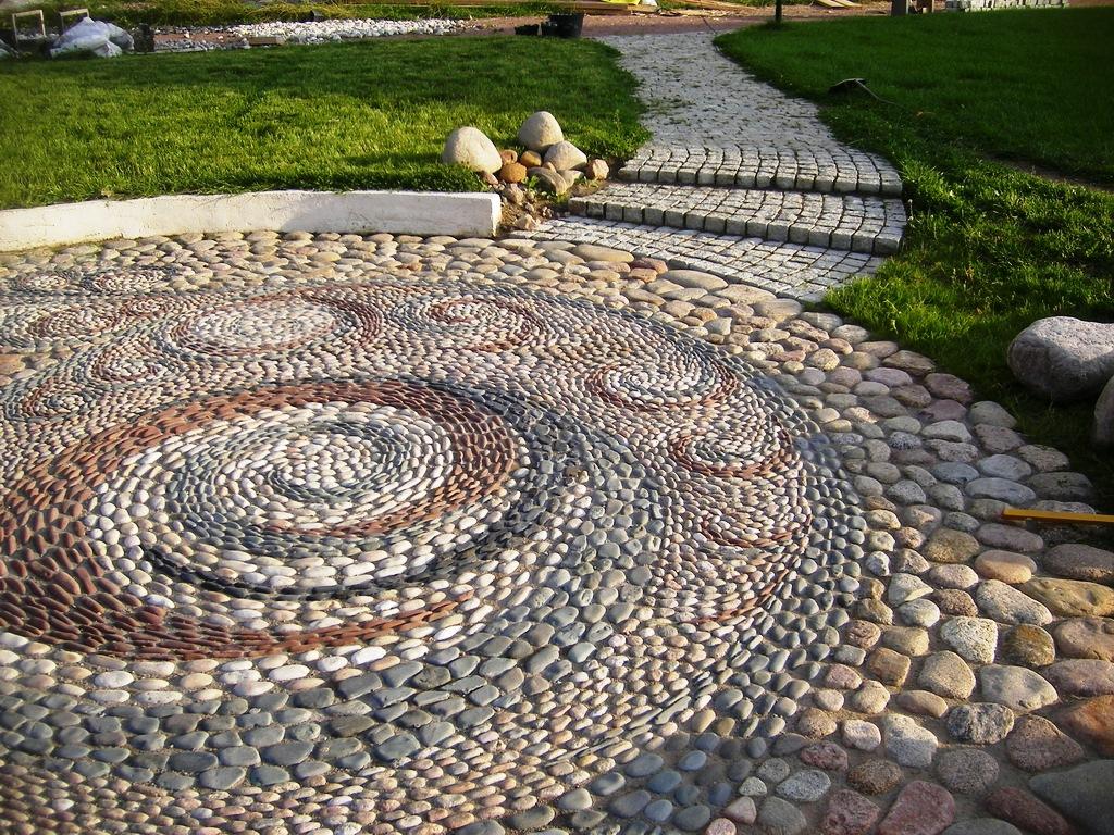 Оригинальная тротуарная дорожка из природного камня