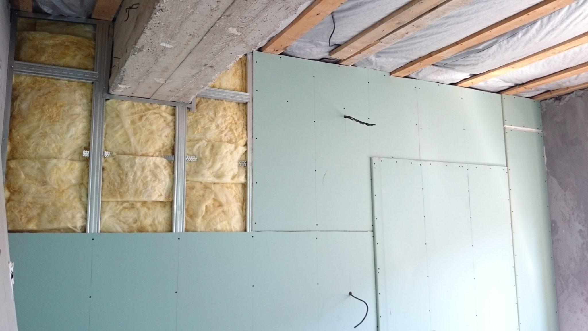 Выравнивание стен гипсокартоном с каркасом с утеплением