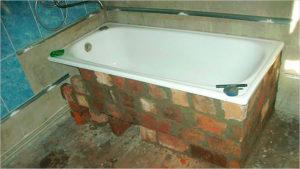 Обшивка ванны по периметру кирпичом